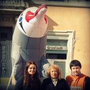 L'onorevole Muscardini a Roma con la nostra campaigner Gaia Angelini e il nostro volontario David