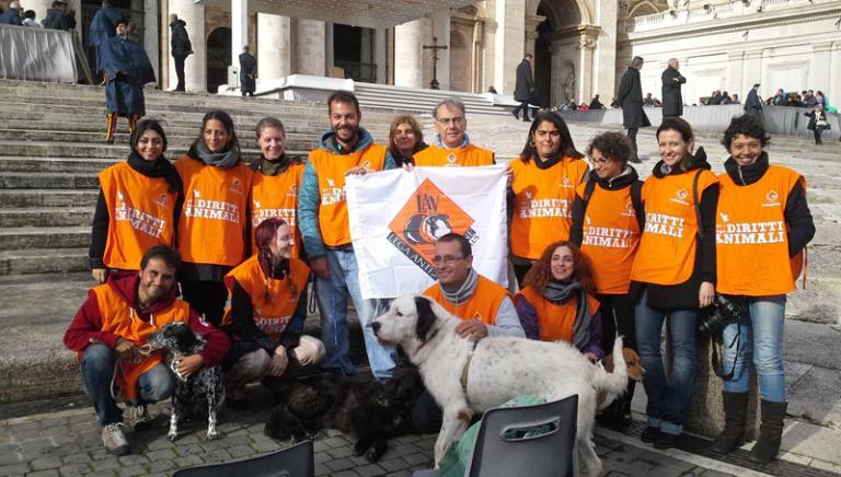 """Oggi a San Pietro la benedizione di Papa Francesco per i cani sequestrati dal """"Rifugio"""" Parrelli e affidati a noi"""