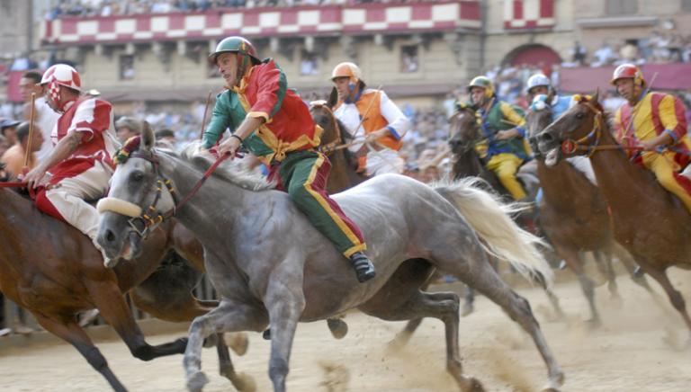 """Cavalli """"taroccati"""" al Palio di Siena.Si accertino le responsabilità"""