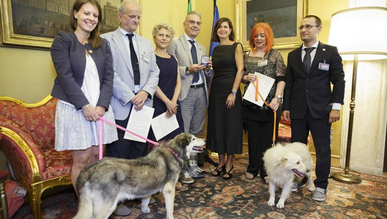 #UNAVECCHIAMICIZIA: la Presidente Laura Boldrini premia la campagna