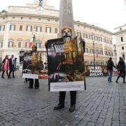 Attivisti LAV in Piazza Montecitorio