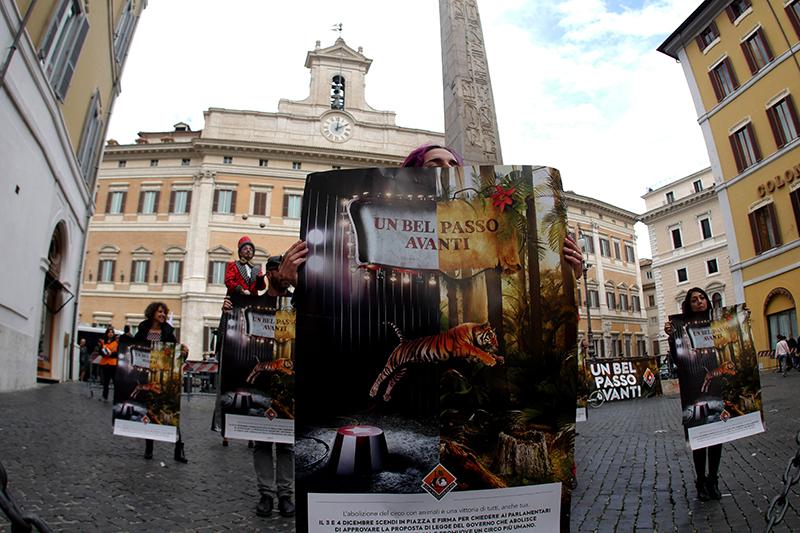 In Piazza Montecitorio per dire stop al circo con animali