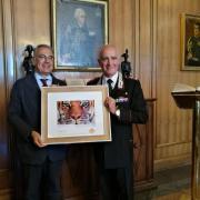 Il dono LAV consegnato dal Presidente Felicetti al Generale Del Sette