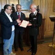 Il Dott. Ciro Troiano consegna il Rapporto Zoomafia LAV al Generale Del Sette