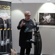 #ENDPIGPAIN - Presentazione Mostra Fotografica e VR investigazioni LAV - In foto Sirpa Pietikäinen MEP
