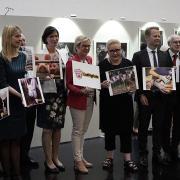 #ENDPIGPAIN - Presentazione Mostra Fotografica e VR investigazioni LAV - Foto con i membri del Parlamento UE
