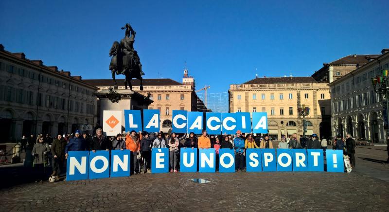 #BASTASPARARE a Torino: Decathlon riconverta suo reparto caccia