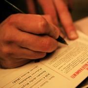 Si firma contro le pellicce al nostro tavolo!