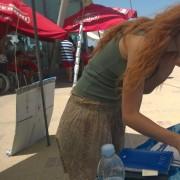 Bari - Metis Di Meo firma la petizione per i delfini liberi