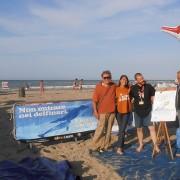 Pescara - volontari LAV Pescara con l'Artista Christian Serafini