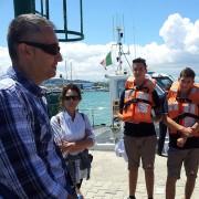Pescara - I ragazzi del Campo Giovani organizzato dal Ministero Gioventù si preparano all'uscita in barca