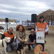 Sulla spiaggia del Bau Beach, con l'attrice Cinzia Leone e il suo sostegno per promuovere le adozioni