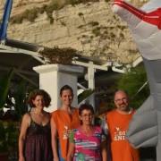 Tropea (Vv) - I volontari del tavolo presso il lido Munizione