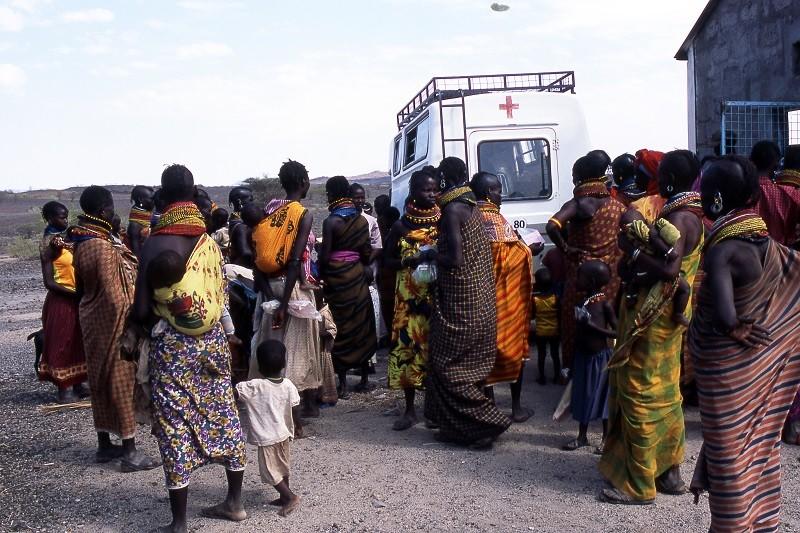 Ebola: curiamo la povertà invece di testare inutilmente vaccini su scimmie