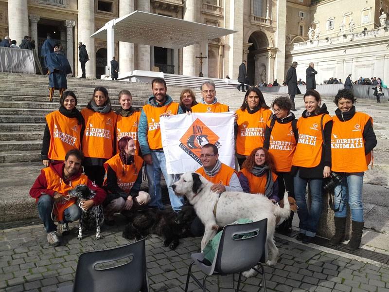 La LAV in piazza San Pietro per la benedizione del Papa