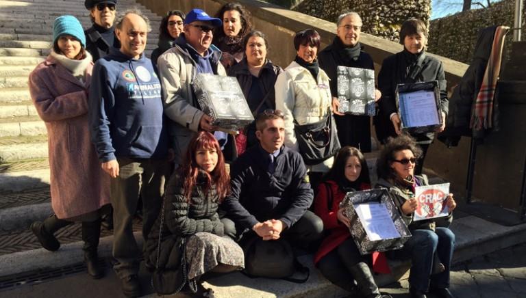 Presentate oltre 10.000 firme contro le Botticelle Romane.Subito in discussione la Delibera