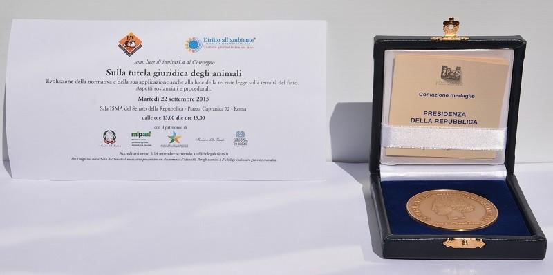 La medaglia ricevuta dal Presidente della Repubblica