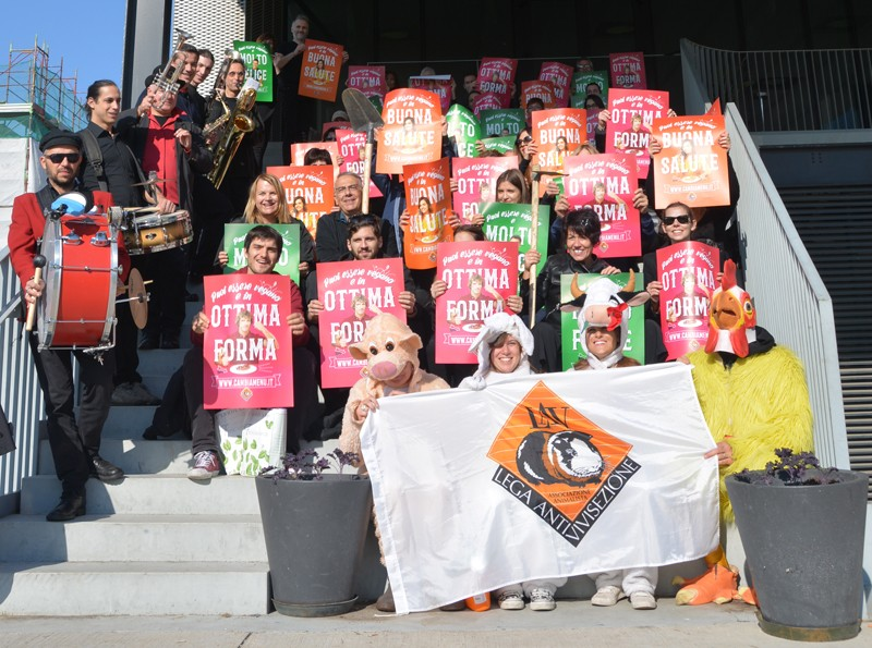 Volontari LAV protagonisti del Flash Mob del World Vegan Day