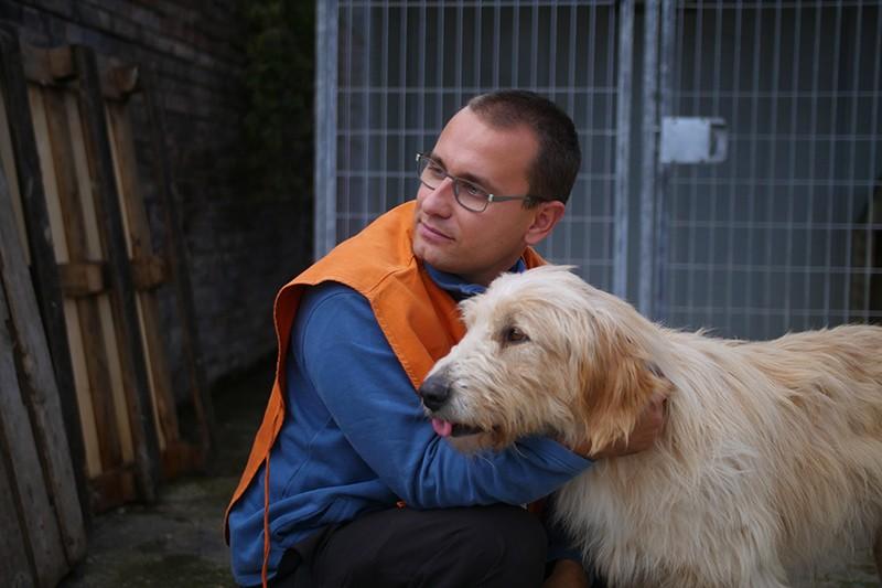 Apollo insieme al nostro educatore cinofilo Mirko