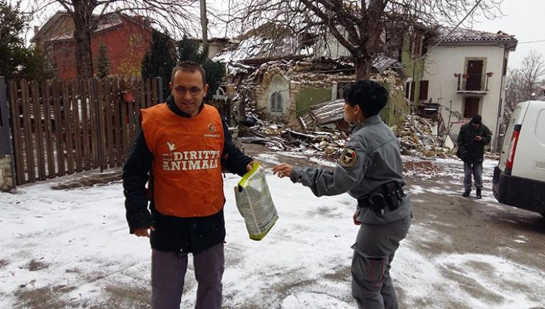 #TerremotoItalia Non lasciamo solo nessuno...neanche con la neve