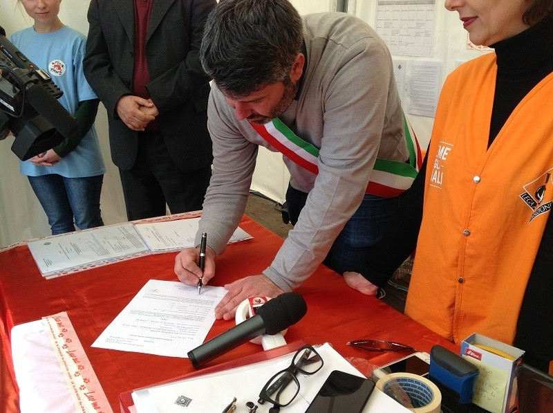 Firma alla presenza del Sindaco di Cittareale, Francesco Nelli