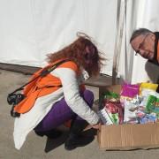 Distribuzione di cibo al campo LAV