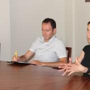 Ilaria Innocenti durante l'incontro con il Sindaco della Municipalità di Peja