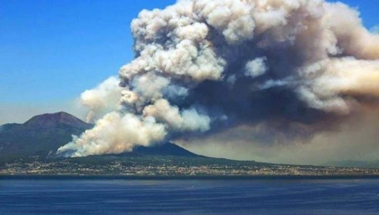 Incendi, le Associazioni: De Luca sospenda l'apertura della caccia