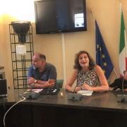 da sinistra, il Dottor Loretti (Asl Firenze), l'Assessore Bettini e Federica Faiella (resp. LAV Adozioni)