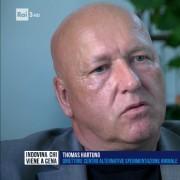 Il Prof. Hartung in un frame della puntata