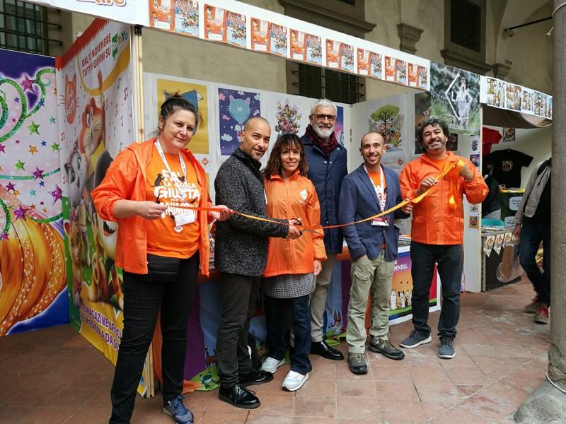 Il taglio del nastro: Aldo Gottardo, CdA LuccaCrea (2° da destra) e Francesco Battistini, Presidente Consiglio Comunale Lucca (4° da destra)