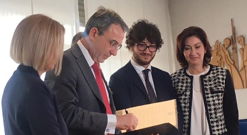 Ministro Ambiente intitola sala a Maurizio Santoloci