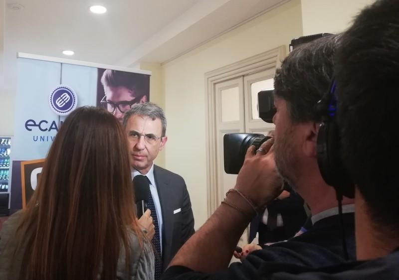 Maltrattamenti, Ministro Costa: il 2019 anno della tutela degli animali