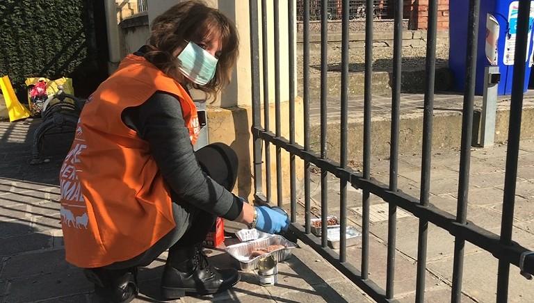 In prima linea nell'emergenza: le storie straordinarie dei nostri volontari. Aiutali