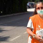 Donatella, volontaria LAV Verona, impegnata nelle consegne di forniture Almo Nature
