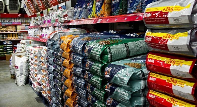 Belluno, Prefetto risponde: no a divieto di vendita cibo animali in supermercati