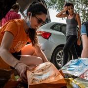 La consegna del cibo al rifugio di Oristano