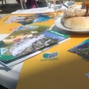 Le tovagliette #AllTogether sui tavoli del Rifugio Bedole (Val di Genova)
