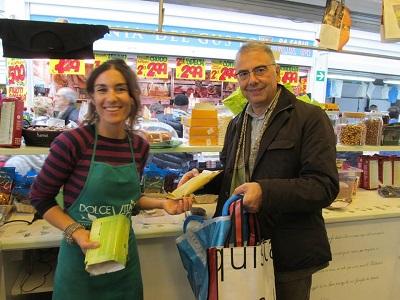 Il Presidente LAV fa la spesa al Vegan Store per mostrare solidarietà alla venditice vegana Barbara