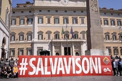 Flashmob nazionale  LAV - Essere Animali 4 maggio 2016 in Piazza Montecitorio a Roma