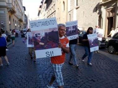 Corteo di protesta contro l'uso dei cavalli per le carrozzelle turistiche