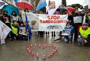 LAV Roma a manifestazione a Piazza S.Giovanni per la strage dei cani di Sciacca. Vogliamo giustizia.